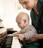 играть 2 роялей Стоковые Фотографии RF