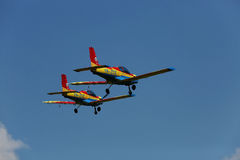 2 самолета, румынский флаг Стоковое Изображение RF