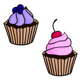 套2块逗人喜爱的杯形蛋糕用莓果 图库摄影