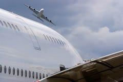 2 Airbus A380 sans marques déposées Images stock