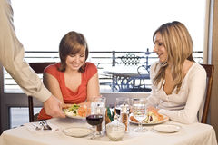 2 amici che hanno pranzo Immagini Stock Libere da Diritti