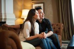 2 asiatiska attraktiva par Royaltyfri Bild