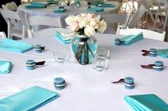 2 błękitnego brązu położenia stół Zdjęcia Royalty Free
