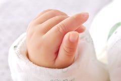 2 behandla som ett barn handen little Arkivfoto