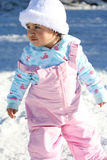 2 behandla som ett barn snow Arkivfoto
