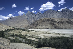 2 berg pakistan Arkivbilder