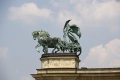 2 bohaterów kwadratowa statua Obrazy Royalty Free