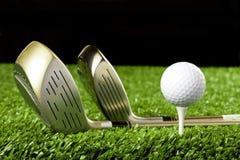 2 bollklubbor golf den nya utslagsplatsen Royaltyfri Fotografi