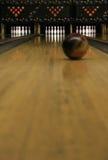 2 bowla fokuserade lanes Arkivbilder