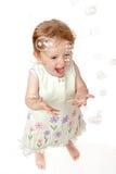 2 bubblor som fångar flickan som skrattar gammalt år Royaltyfri Fotografi