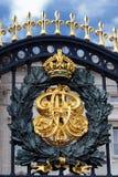 2 buckingham grzebienia bramy pałac fotografia royalty free