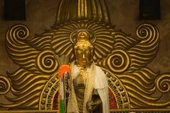 2 buddha guld- guan statyyin Arkivbilder