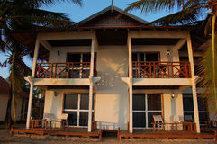 2 budynku kurort na plaży zdjęcie royalty free
