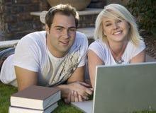 2 computer couple laptop Στοκ φωτογραφίες με δικαίωμα ελεύθερης χρήσης