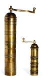 2 crisoles de pimienta de cobre amarillo viejos Imagenes de archivo