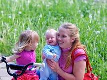 2 döttrar mother parken Arkivbilder
