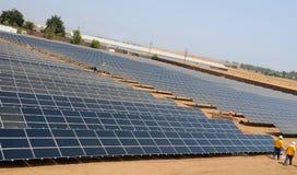 2 de dessous solaires de ferme de construction Photographie stock libre de droits