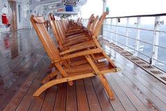 2 deckchairs多雨玛丽的女王/王后 免版税库存照片