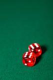 2 dices на таблице покера Стоковое Изображение