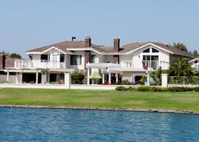2 domowy brzeg jeziora Zdjęcie Royalty Free