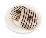 2 donuts с морозить на белой плите Стоковое Изображение