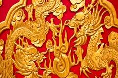 2 dragones en textura roja, Tailandia Foto de archivo libre de regalías