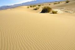 2 dune modific il terrenoare la sabbia Immagini Stock