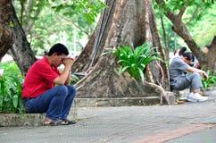 2 Fahter prient pour que son fils ait 120 ans de 4.200 Photographie stock libre de droits