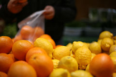 2 frukter shoppar Arkivbilder