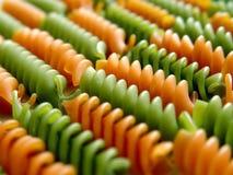 2 fusilli绿色意大利语排行意大利面食红色 库存照片