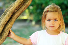 2 gammala år för gullig flicka Arkivbild