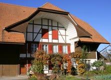 2 gammala schweizare för hus Royaltyfri Fotografi