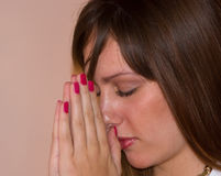 2 girl praying pretty Стоковые Изображения