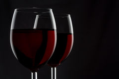 2 glassed красного вина изолированного на черной предпосылке Стоковое фото RF