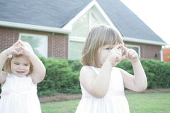 2 hermanas Imagen de archivo libre de regalías