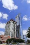 2 hoge gebouwen Stock Foto