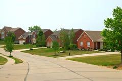 2 Huizen In de voorsteden van de Baksteen van het verhaal Stock Fotografie