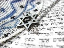 2 judiska religiösa symboler för closeup Royaltyfri Foto