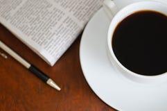 2 kawy gazeta Obrazy Royalty Free