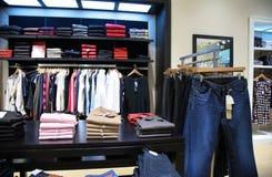 2 kläder shoppar upperen Fotografering för Bildbyråer