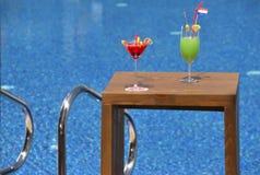 2 koktajli basen opływa Obrazy Royalty Free