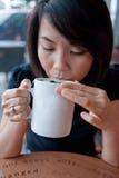 2 kopp som tycker om tea Royaltyfria Bilder