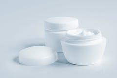 2 kosmetiska krämar Arkivfoto