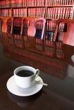 2 lagliga kaffekopp royaltyfria bilder