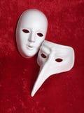 2 máscaras en el terciopelo rojo Imagen de archivo libre de regalías