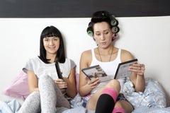 2 meisjeskeus een komediefilm Stock Afbeelding