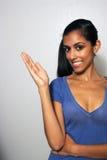 2 multiracial åt sidan för fördjupad handmodell Arkivfoton