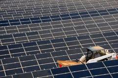 2 nya sol- för energilantgård Arkivbild