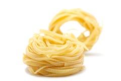 2 parties de pâtes - tagliatele. Image libre de droits