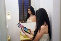 2 piękna dziewczyny makeup paleta nastoletnia Fotografia Stock